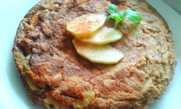 Puszysty omlet zjabłkami nakaszy jaglanej